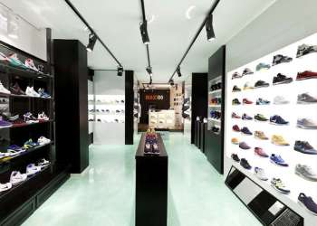 sepatu sneakers, gambar sepatu, model sepatu terbaru, harga sepatu, online shop sepatu, sepatu keren, sepatu laki laki, koleksi sepatu, sneaker wedges, sepatu online shop, sepatu online original, sneakers original, toko online sepatu, sepatu sneakers murah, gambar sepatu terbaru, jual sneakers, Memilih toko sneakers, Memilih sepatu.