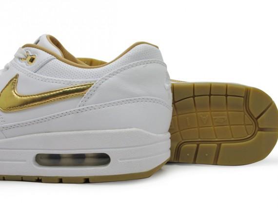 nike-air-max-1-fb-white-gold-01-570x427