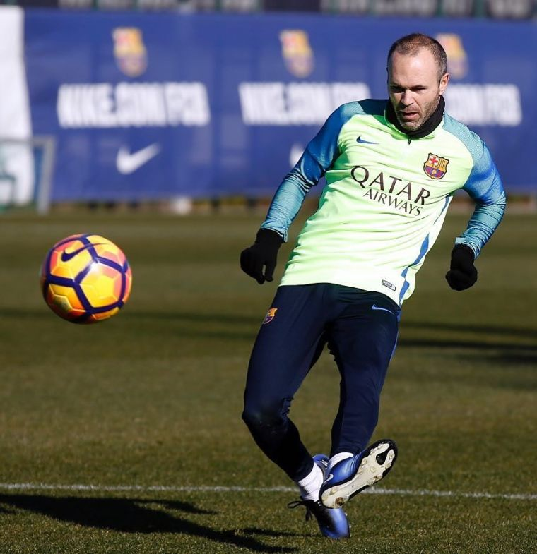 iniesta-receives-one-of-kind-camouflaged-nike-magista-boots (2)