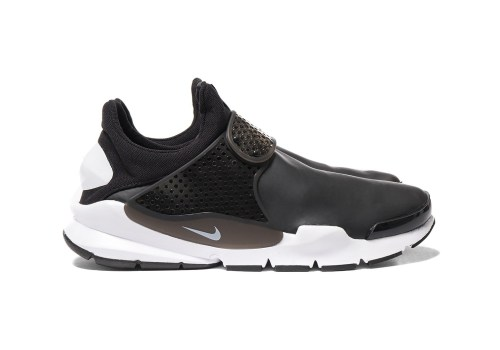 nike-sock-dart-se-black-white-weatherproof-1