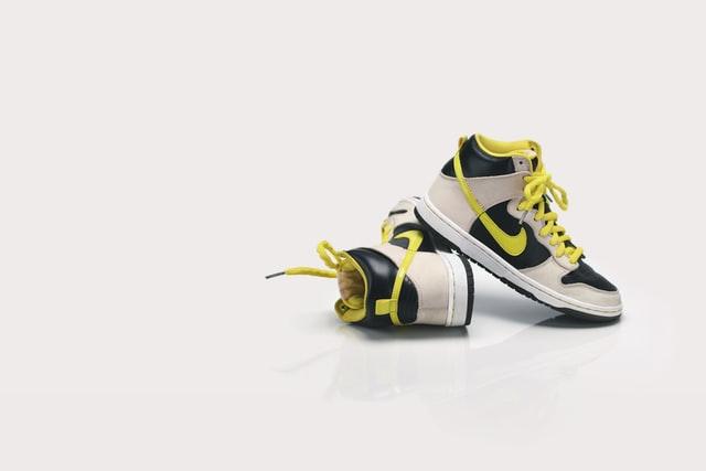 靴紐、シューレースを変えるだけで、新鮮なナイキのスニーカーに!