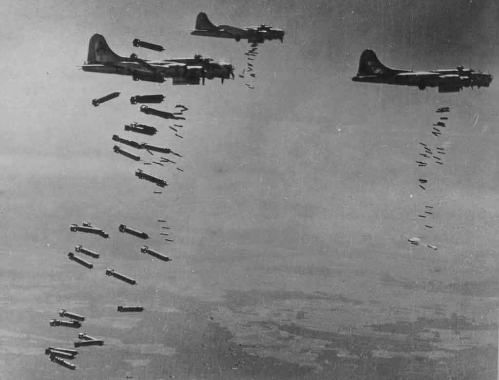 B-17-bombs-away