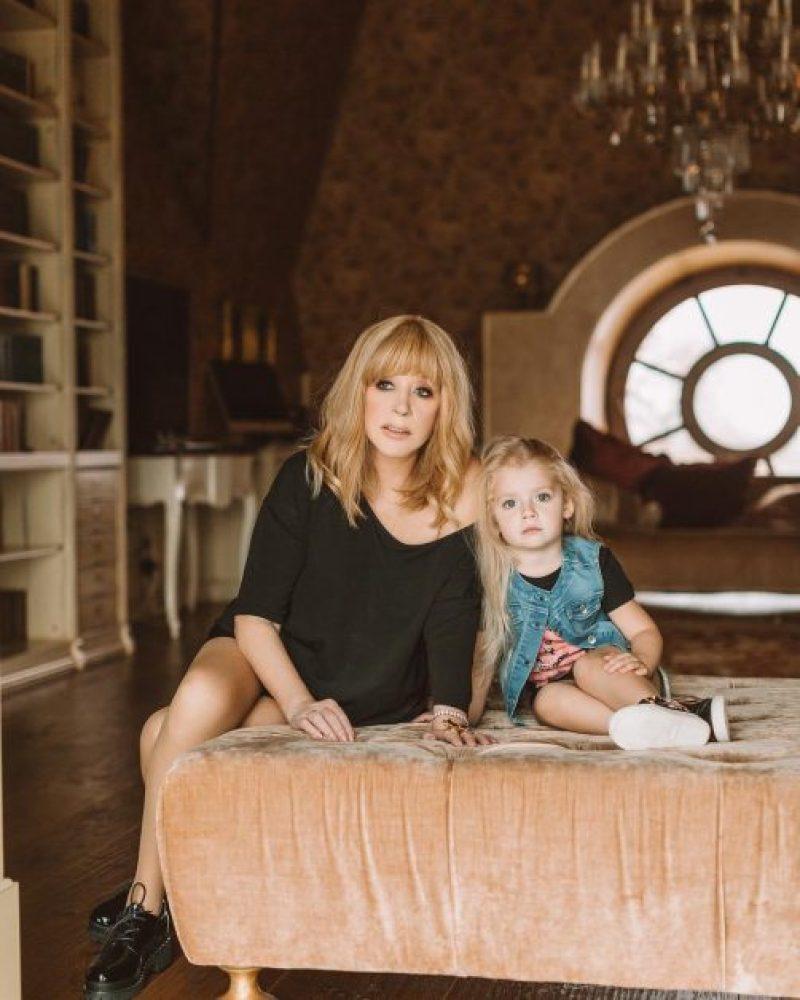 Инстаграм взорвал портрет Пугачевой с подросшей дочкой — фото