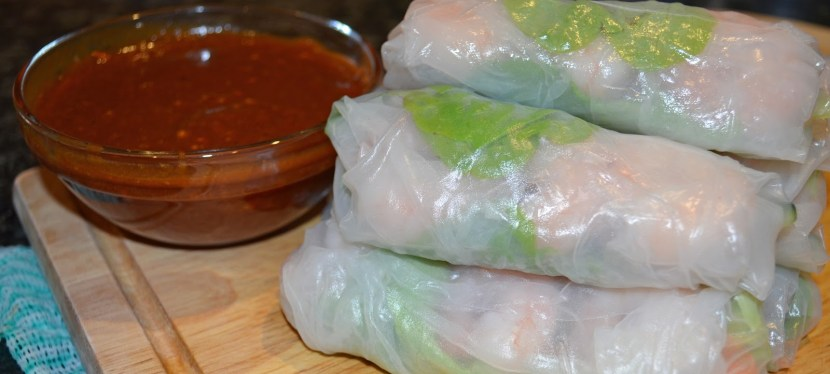 Rice paper rolls with prawns and hoisin peanut dipping sauce