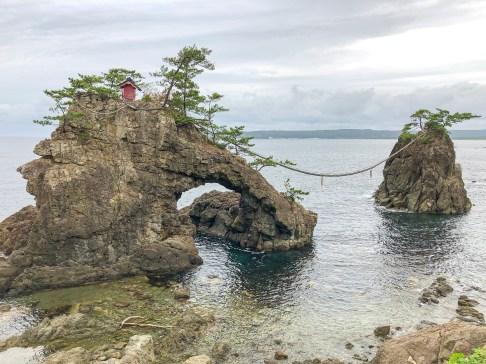 Hatagoiwa rocks
