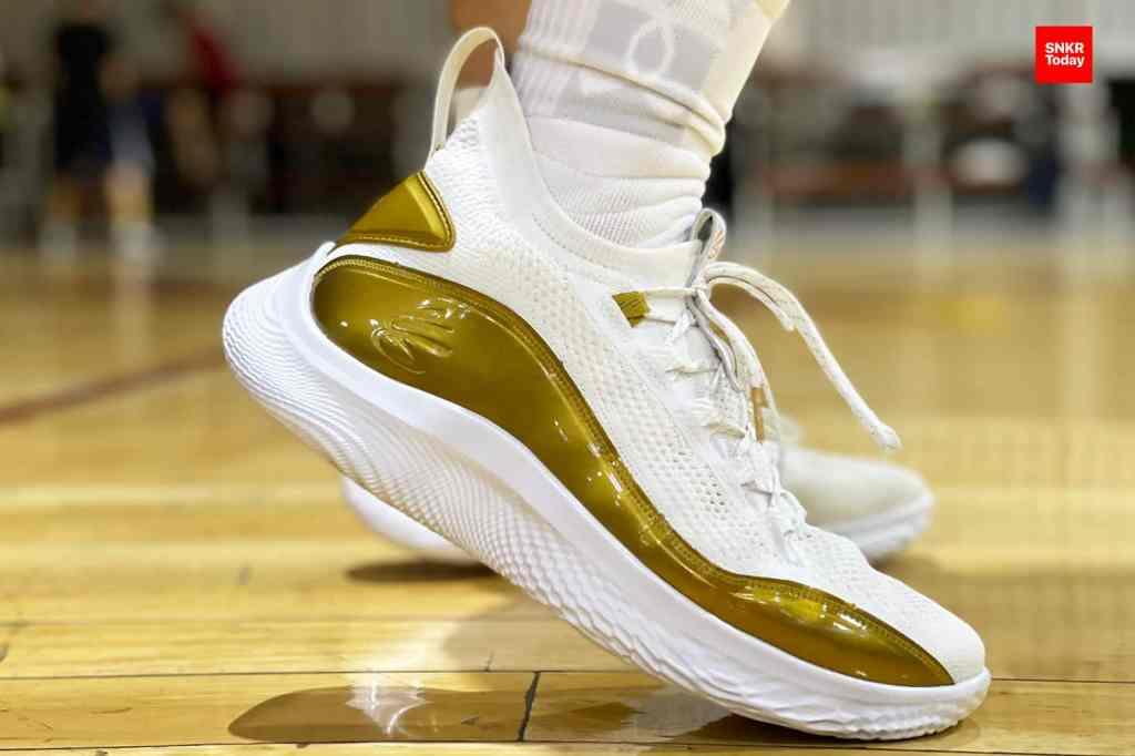 """รีวิว Curry Flow 8 """"Golden Flow"""" รองเท้าบาสซิกเนเจอร์ของเคอร์รี่ที่ปรับปรุงใหม่หมดจด"""