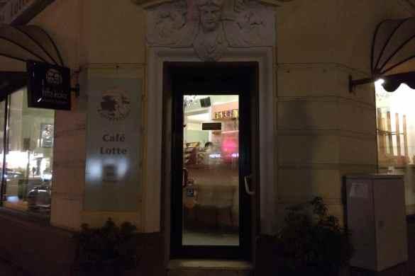 Café Lotte am Abend