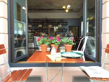 Café Lotte Brasserie - Blick von außen nach innen