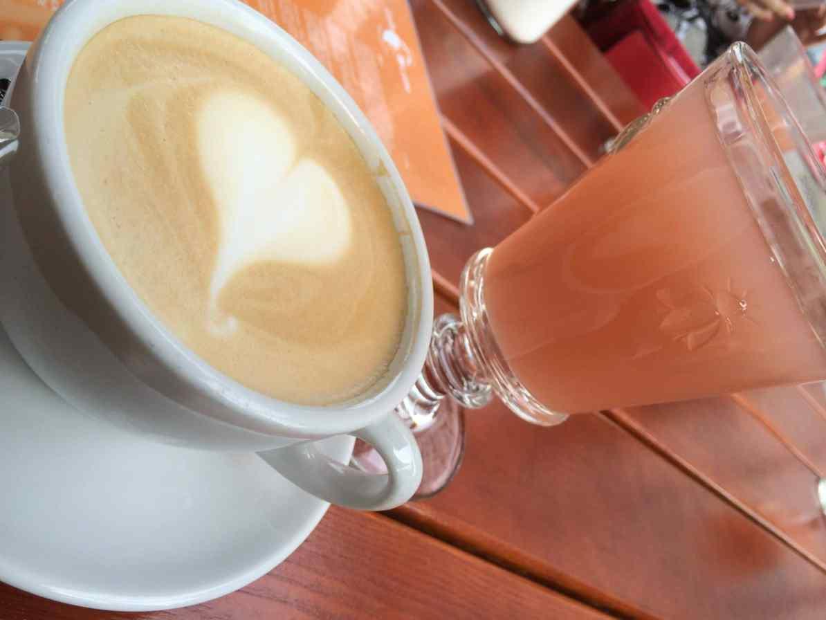 Milchkaffee und Schorle