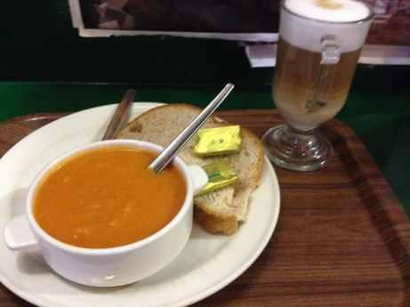 Tomaten-Basilikum-Suppe in Simon's Place
