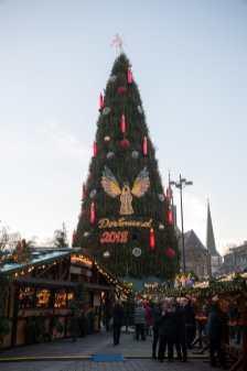 Der Dortmunder Weihnachtsbaum vom Karstadt Sport aus gesehen