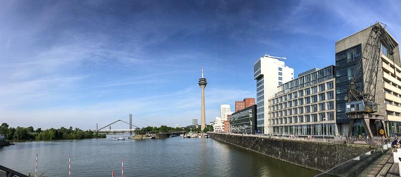 Panorama des Düsseldorf Medienhafens mit den Frank-Gehry-Gebäuden