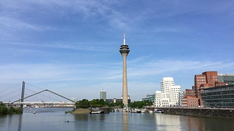 Medienhafen Düsseldorf mit Frank-Gehry-Gebäuden