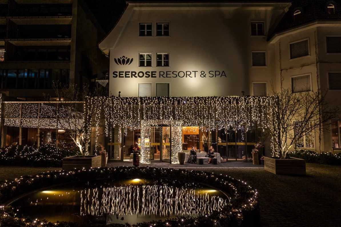 """Seerose Resort & Spa - Haus """"Elements"""" und links ein Teil von Haus """"Cocon""""."""