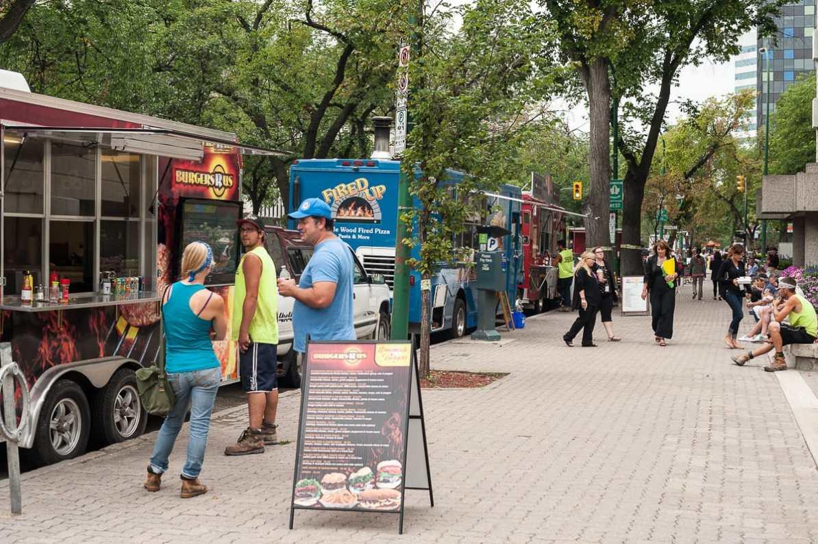 Food Trucks auf Winnipegs Broadway