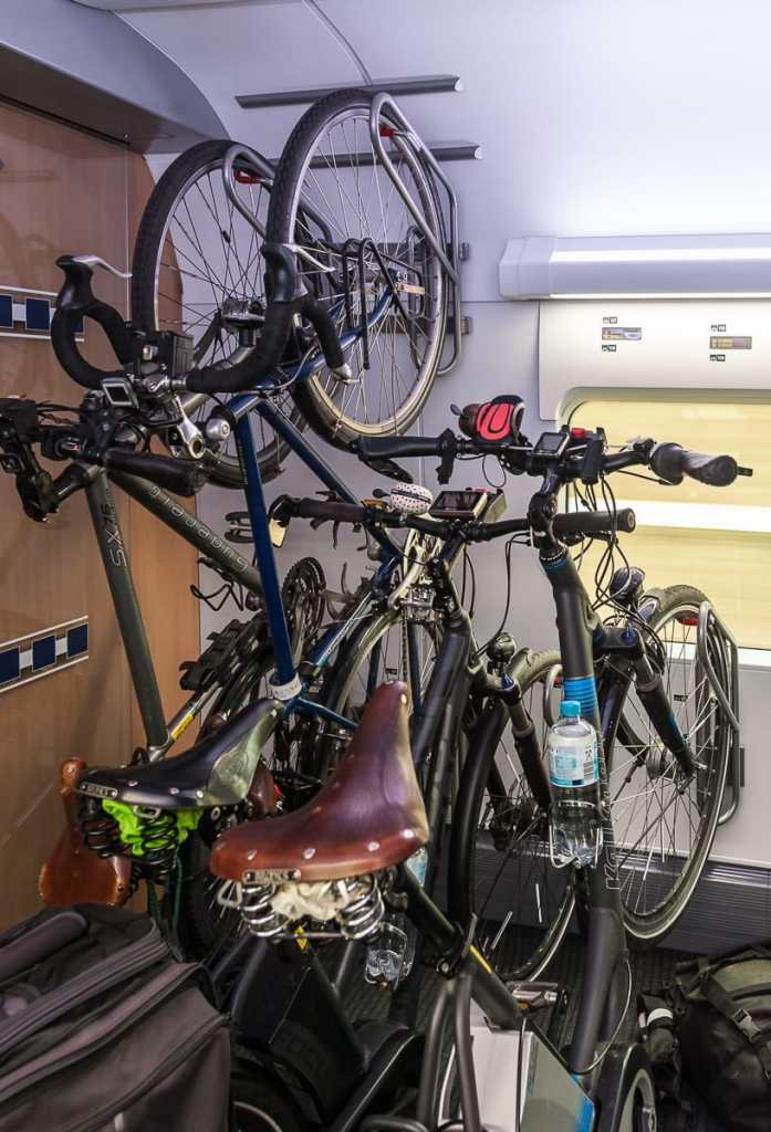 Fahrradstellplätze im ICE4