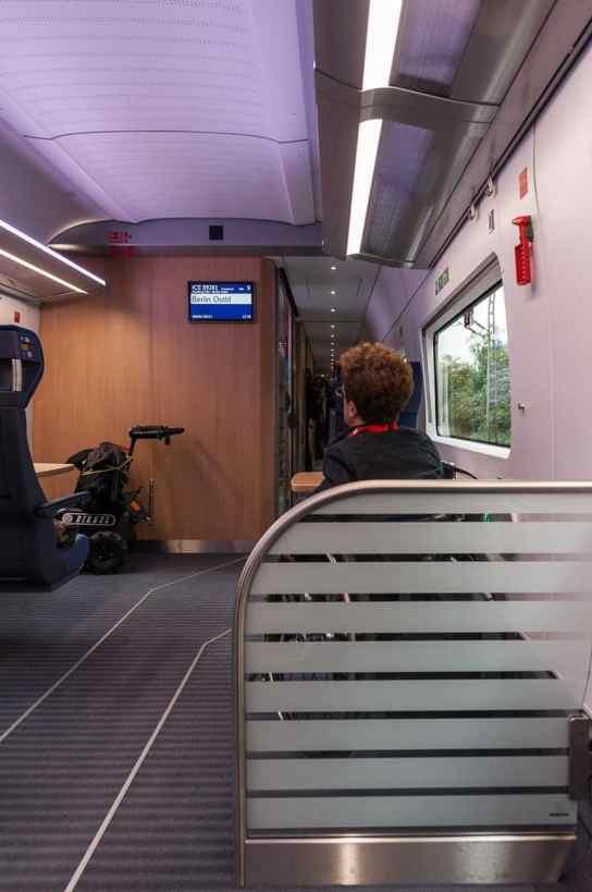 Bereich für gehbehinderte Menschen im Rollstuhl