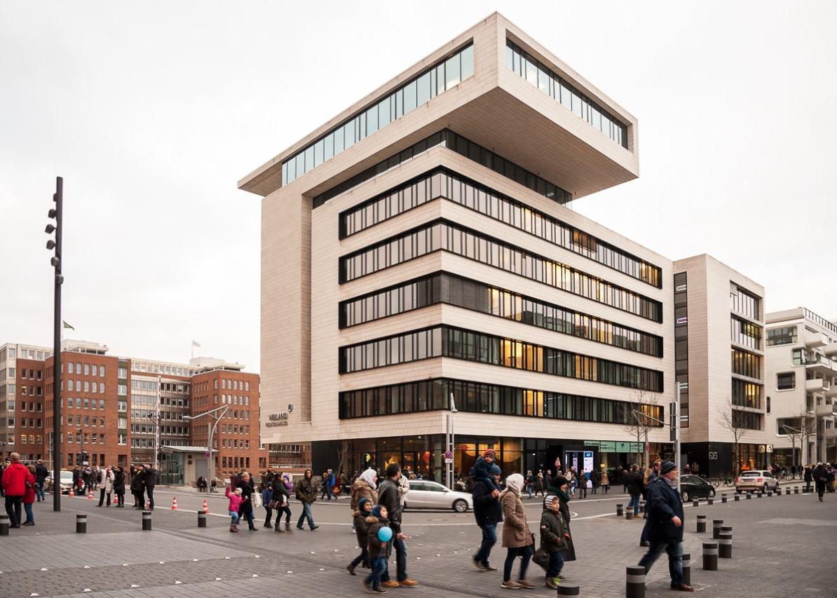 In diesem Gebäude Am Kaiserkai befindet sich das Elbphilharmonie Besucherzentrum