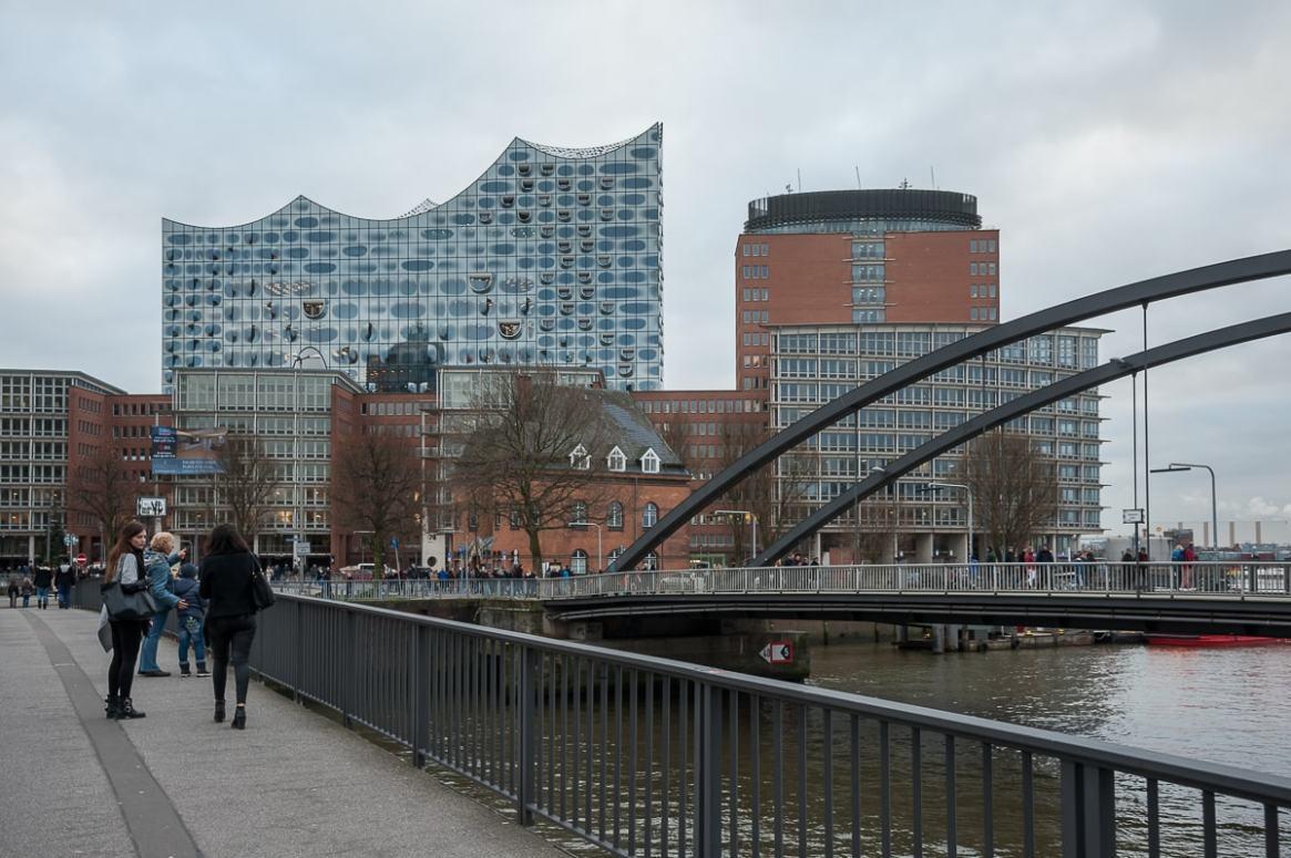 Elbphilharmonie - Blick von der Niederbaumbrücke aus