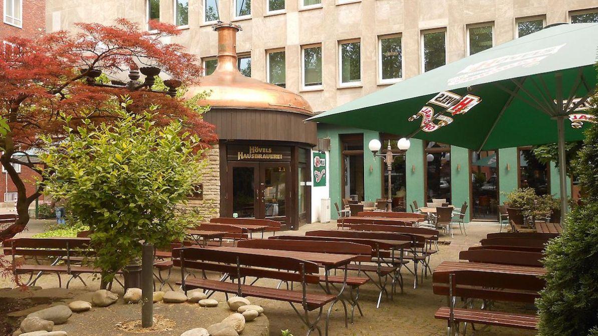 Die Hövels Hausbrauerei, Kneipe, Restaurant und Biergarten an der alten Thier-Brauerei (heute Einkaufszentrum Thier-Galerie), Wikimedia, Author: Joehawkins, CC BY-SA 4.0-Lizenz