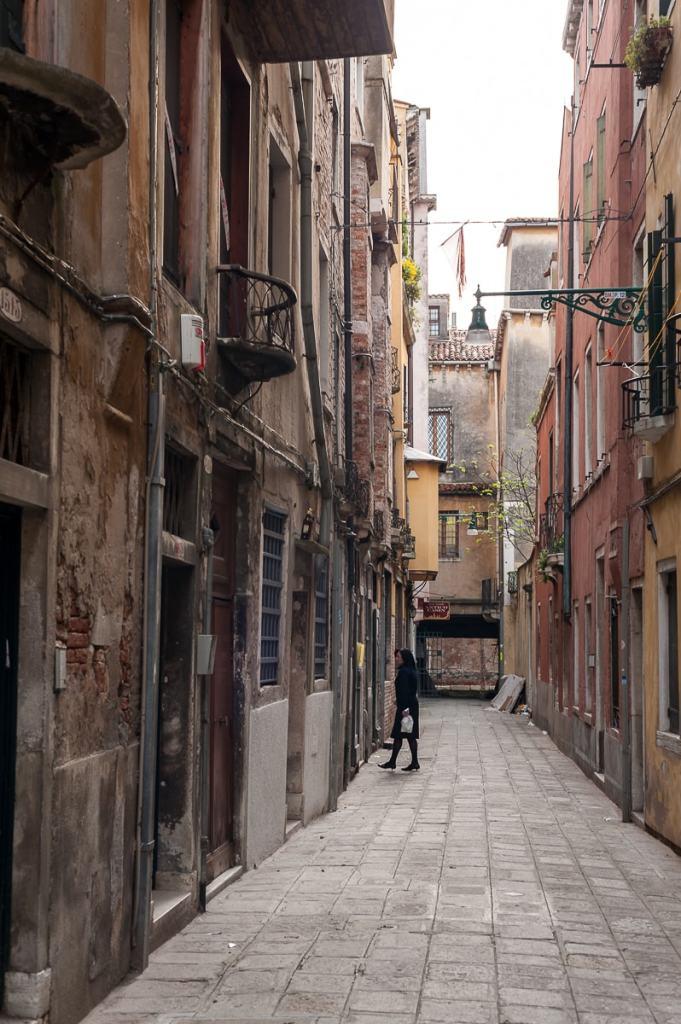 Heruntergekommene Häuser in Venedig
