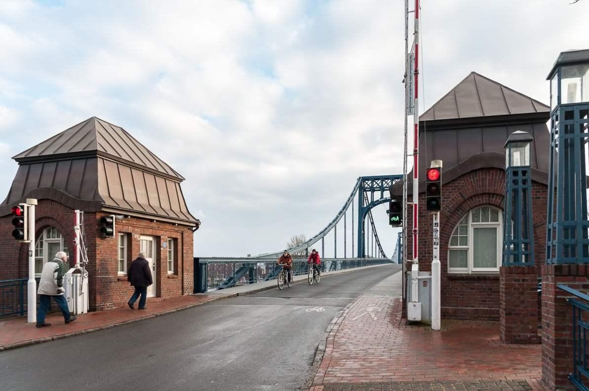 Ampelanlage an der Kaiser-Wilhelm-Brücke