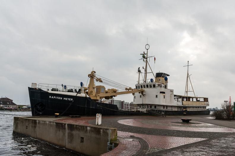 Kapitän Meyer, ein Schiff im Hafen von Wilhelmshaven.