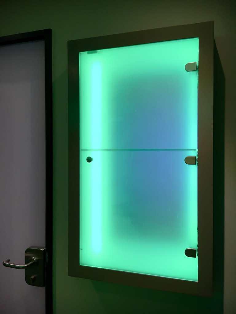 grün leuchtende Durchreiche