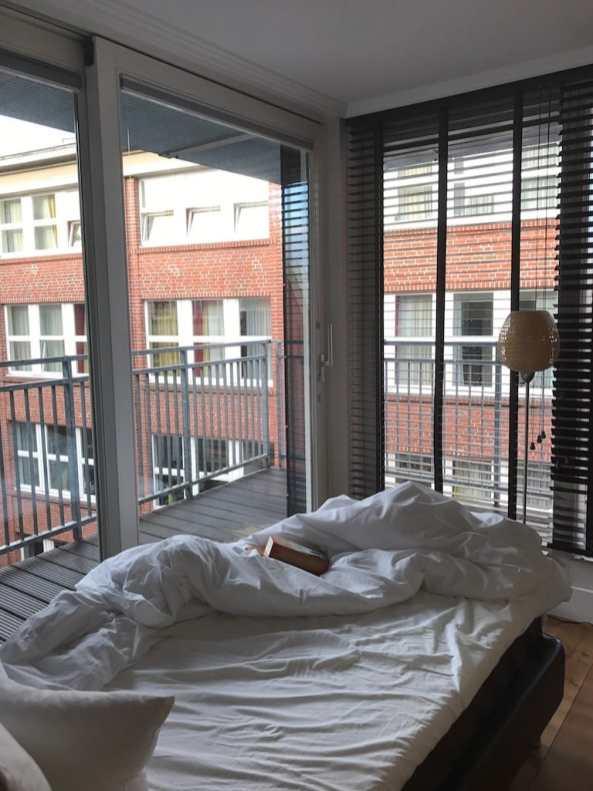 Hotelbett und Blick aus dem Kubazimmmer Foto: Andrea Keßler