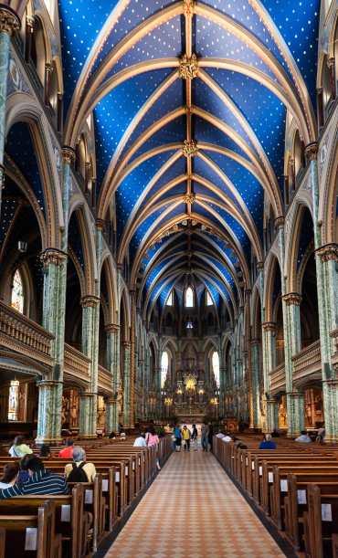 Die indigoblaue Decke im Inneren der Kathedralbasilika Notre Dame