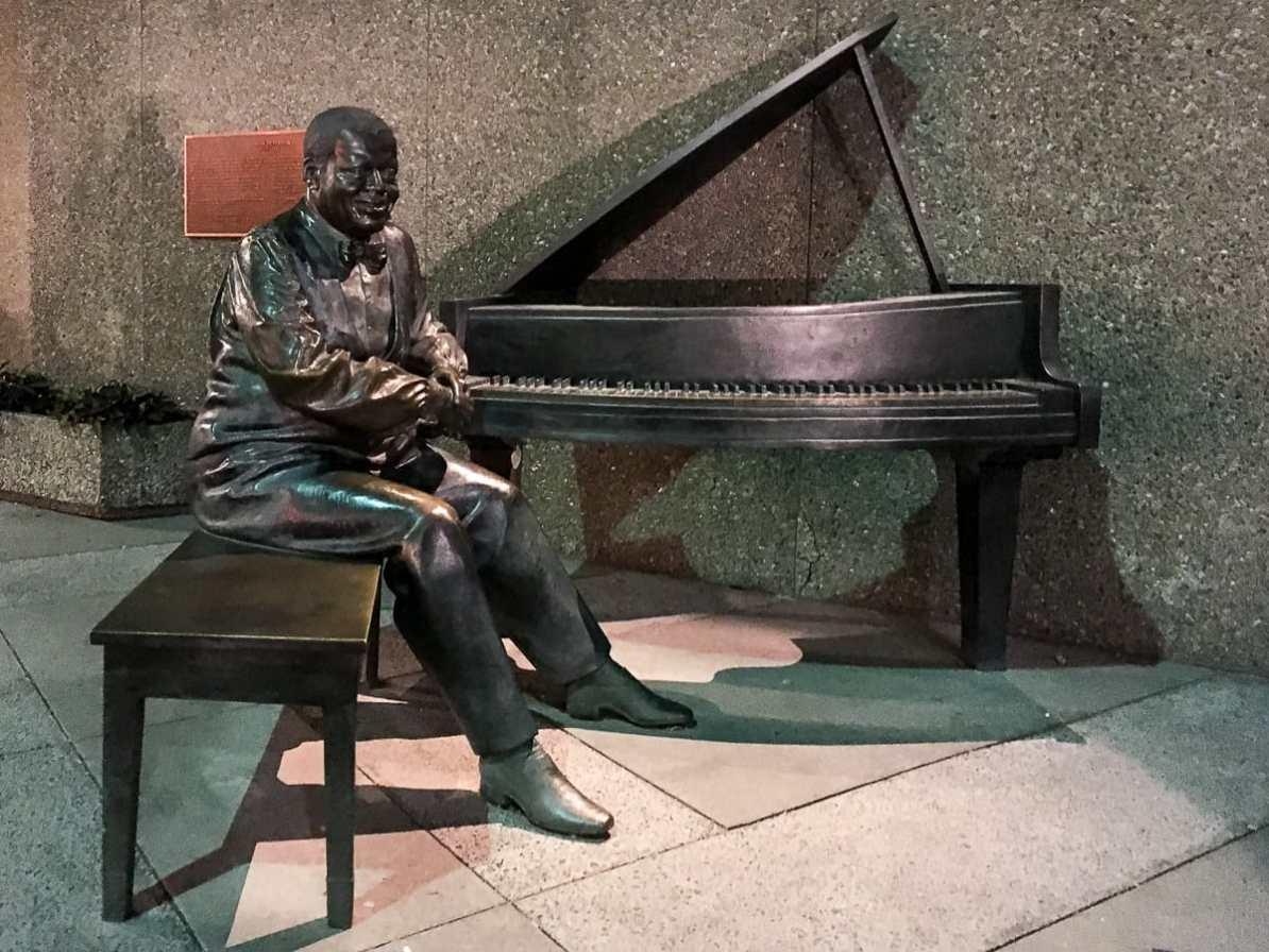 Oscar Peterson-Statue