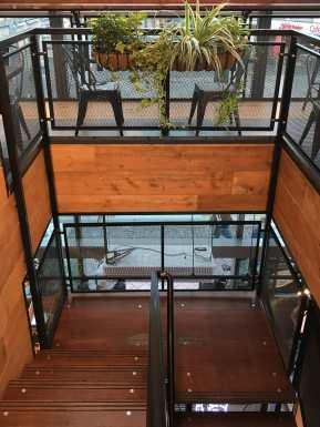 Treppenaufgang und Sitzbereich ganz oben
