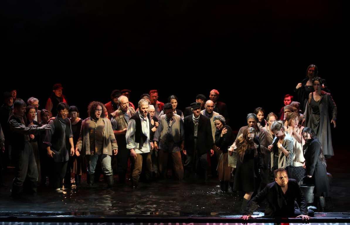 Chor- und Extrachor des theaterhagen, vorne Joachim Goltz (Holländer), Fotograf: Klaus Lefebvre