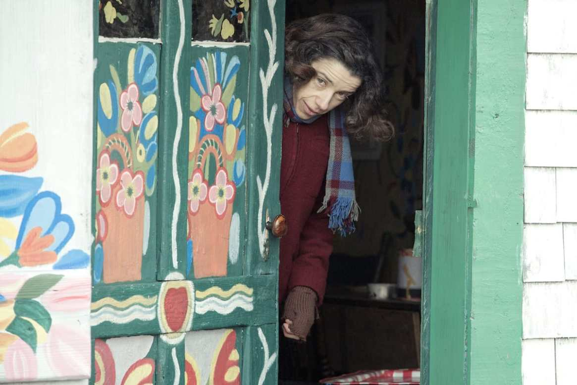 Maud Lewis (Sally Hawkins) hat das Haus innen und außen bemalt. © Photo by Duncan Deyoung, Courtesy of Mongrel Media