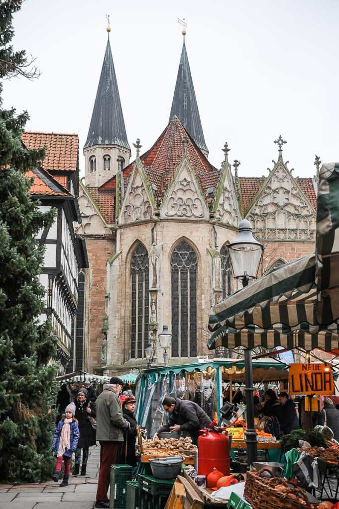 Altmarkt mit Wochenmarkt