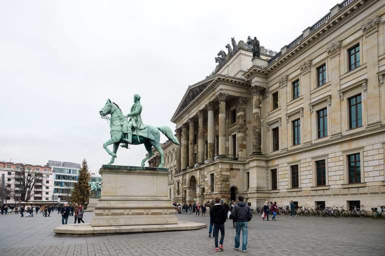 Braunschweiger Schloss mit Reiterstandbild