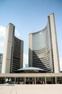 Neues Rathaus am Nathan Phillips Square, Toronto - futuristisch genug für Star Trek