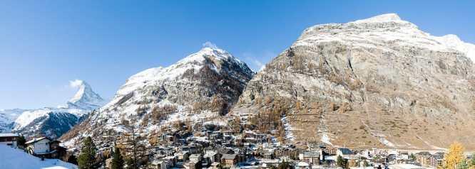 Panorama von Zermatt und Matterhorn am Mittag