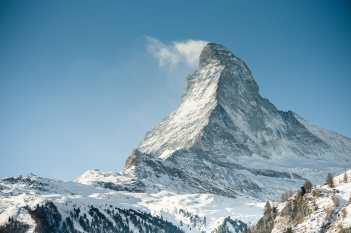 Das Matterhorn mit seiner kleinen Wolke