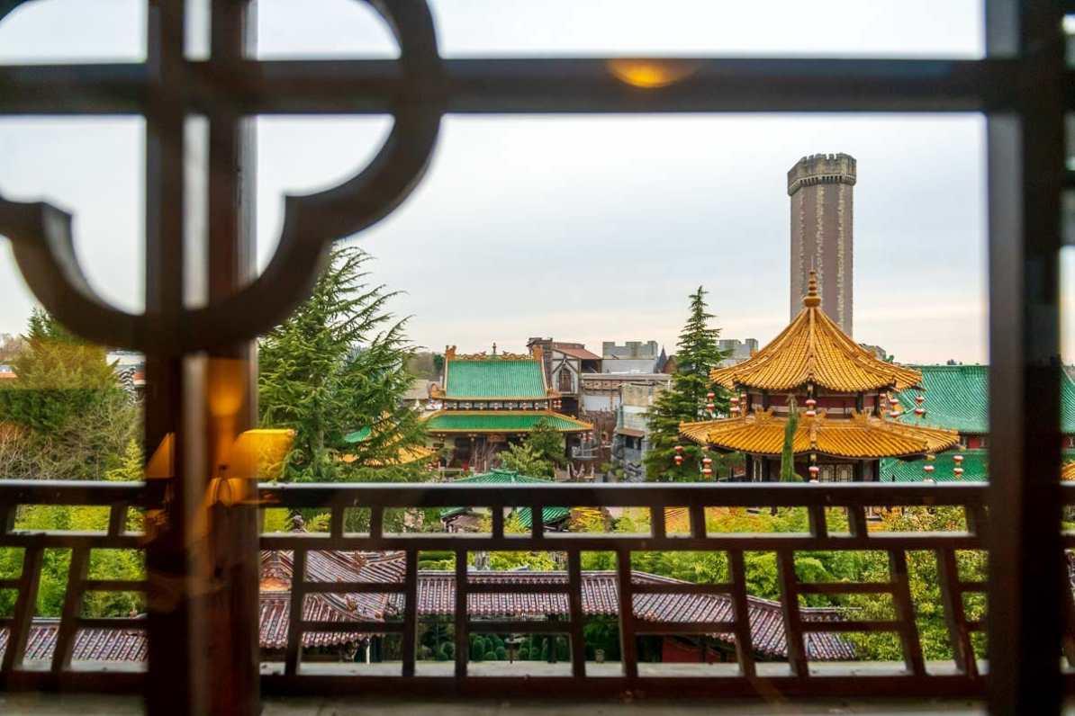 Ausblick auf den chinesischen Garten und das Phantasialand