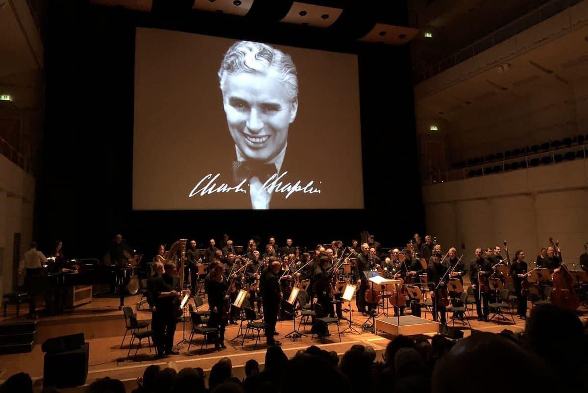 """Stummfilmkonzert der Dortmunder Philharmoniker: """"Modern Times"""" von Charlie Chaplin"""