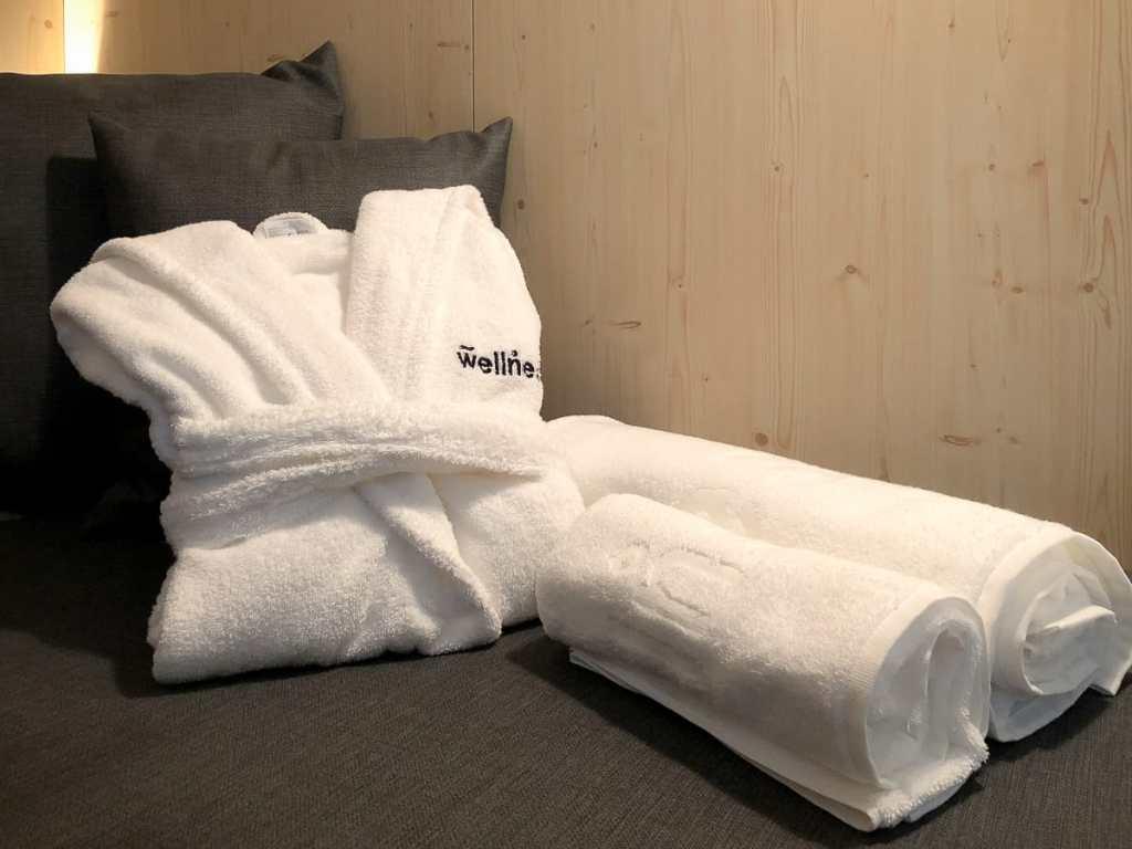 wellnest-Bademantel und Handtücher zum Ausleihen