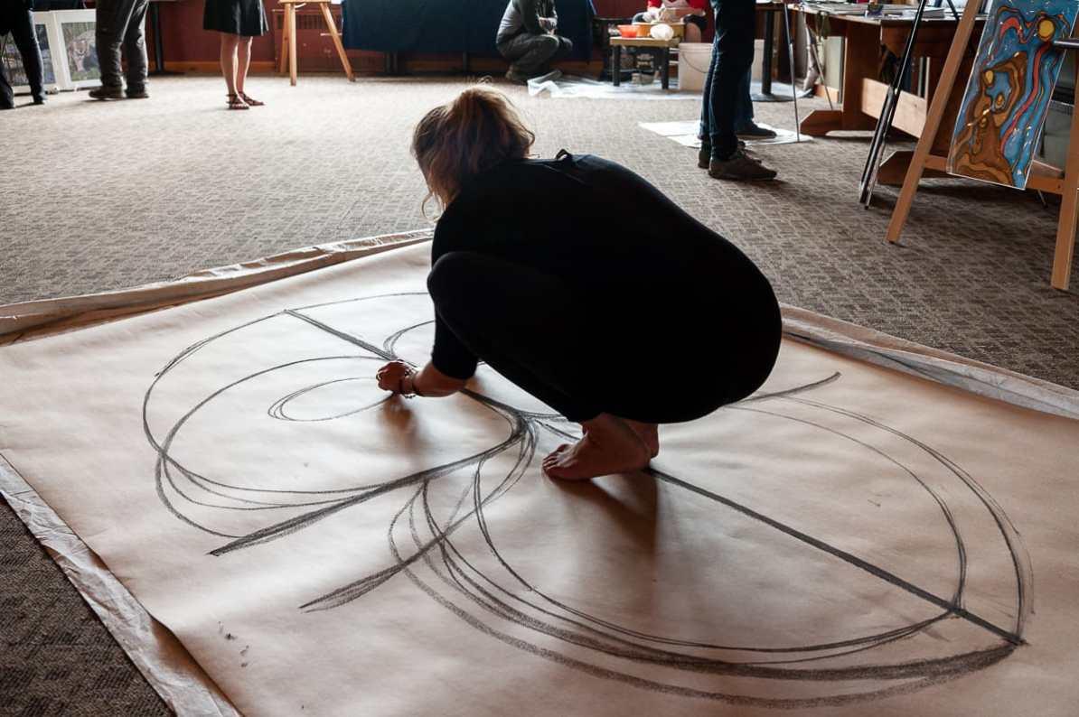 Chrissy zu Beginn ihrer Arbeit