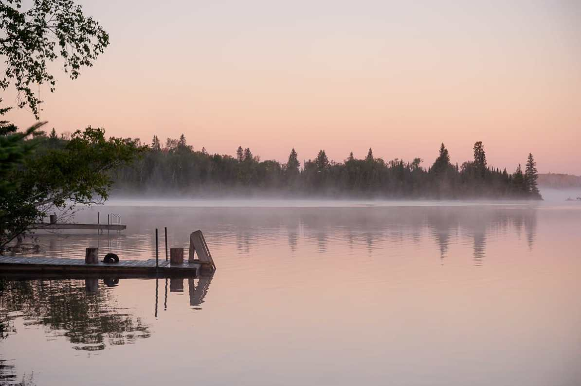 Falcon Lake am Morgen in schönster Bonbonfarben