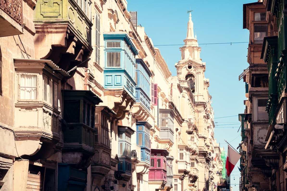 Farbige Balkons in Valletta - typisch für Malta