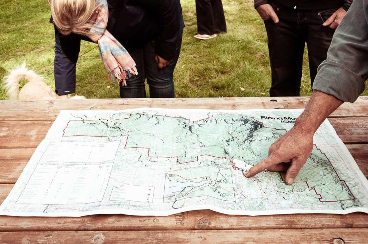 Karte des Riding Mountain National Parks, auf der die Pistolenform erkennbar ist.