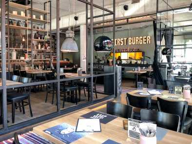 "Inneneinrichtung Burgerheart Hannover - ""But First Burger""."