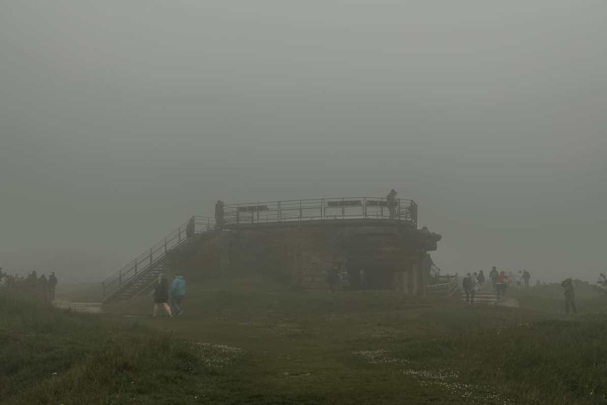 Bunkeranlage von Pointe du Hoc im Nebel