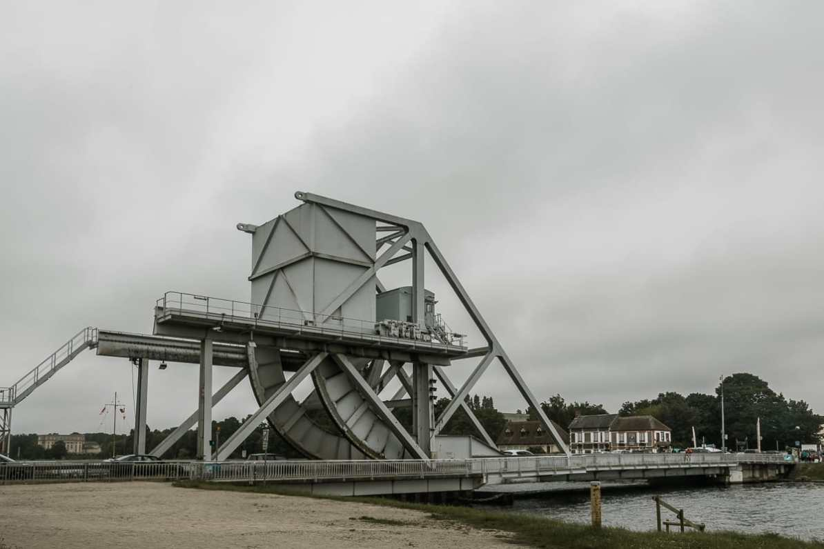 Pegasusbrücke über den Kanal von Caen.