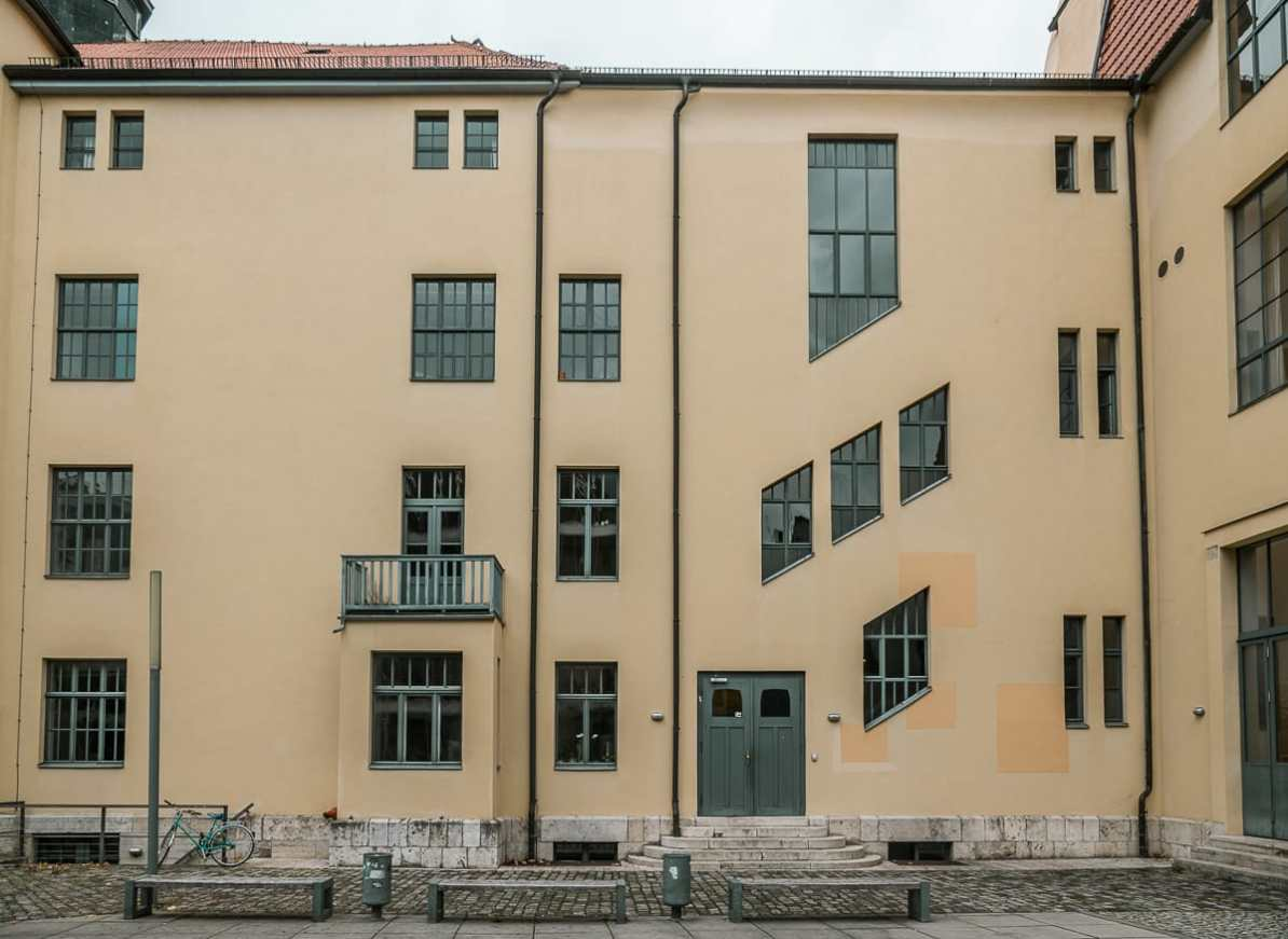 """Hauptgebäude"